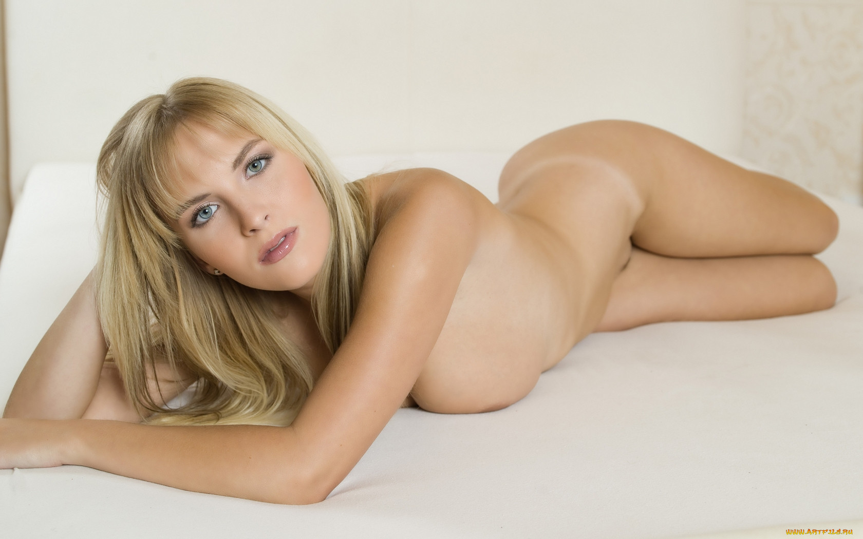 Sexy Naked Blonde Pics